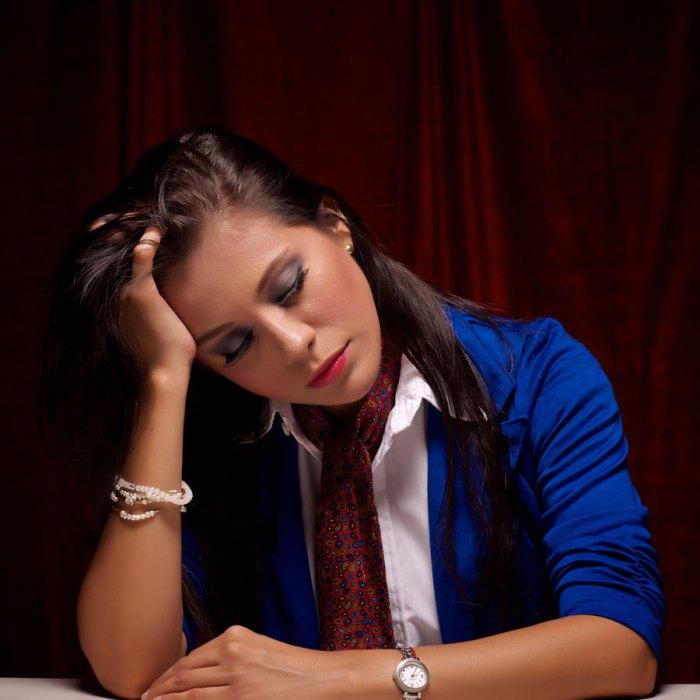 Samanta Dueñas es Diana, una mujer que sufre de cataflexia y de problemas con relaciones familiares.