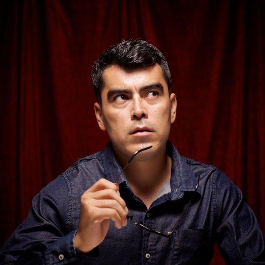 Omar Lucián es Isaac, un complicado reprimido sexual con gran inteligencia.